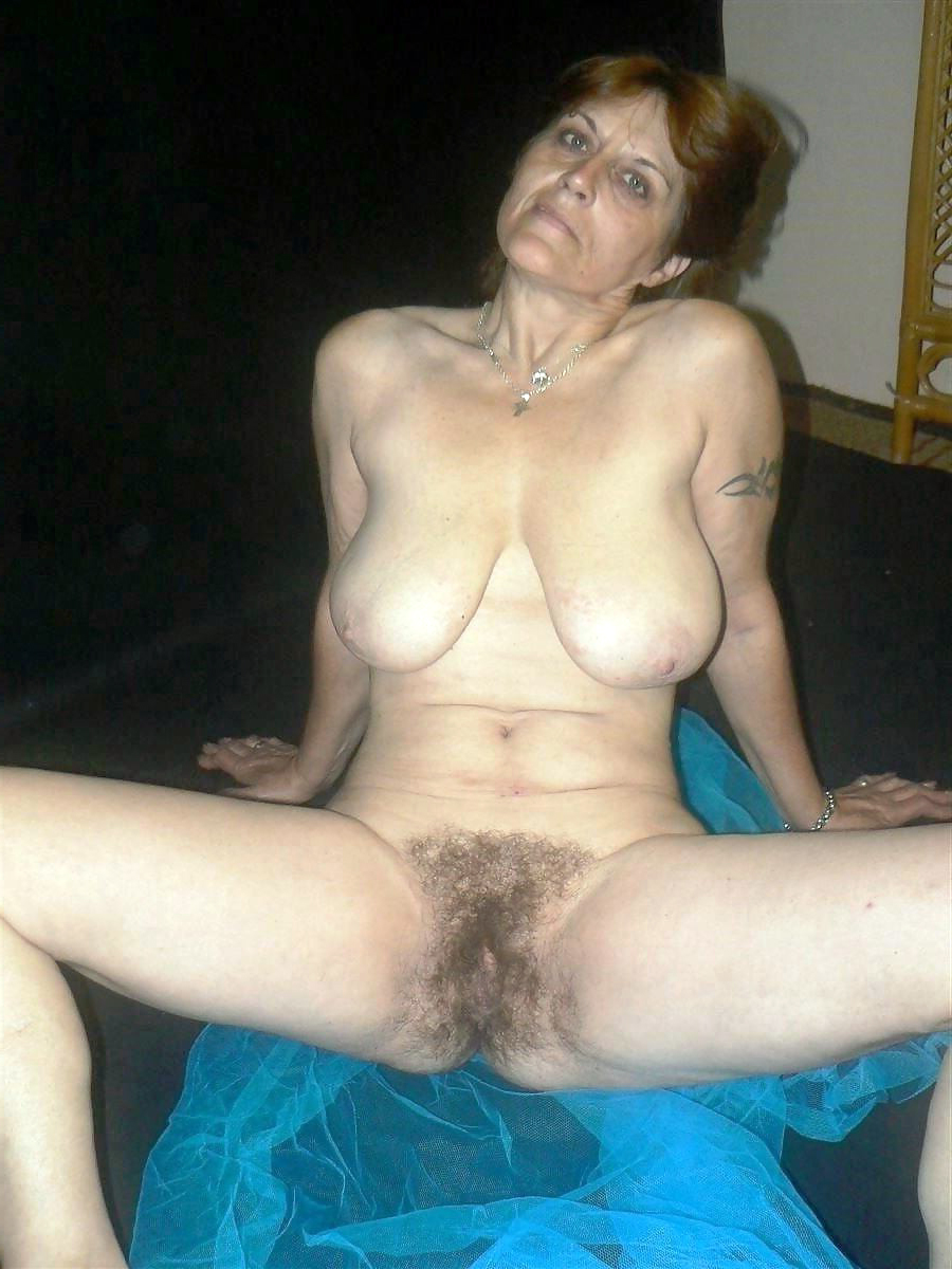 hot sexy naked women fingering her pussy